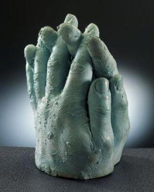Moulage en platre de deux mains attribuees a ectoplasme.
