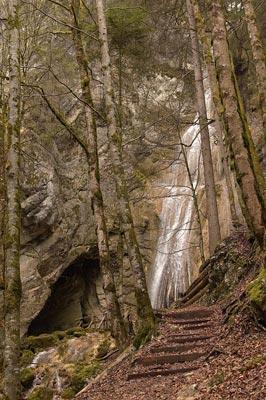 Grotte et cascade de Motiers.